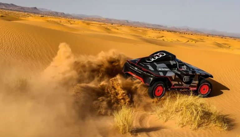Audi, Dakar Rallisinde Yarışacak RS Q E-Tron Hibrit Aracını Çölde Test Etti