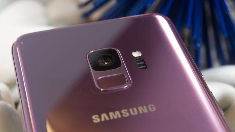 Galaxy S10'un Kamera Deliği Daha Küçük