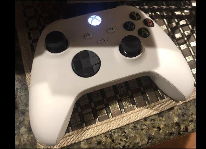 Gizemli Fotoğraf İnternete Sızdı: Xbox Series X'mi, Xbox Series S mi?