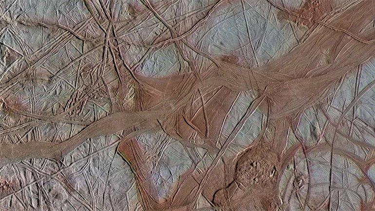 Jüpiter'in Soğuk Ayı Europa'dan, Şimdiye dek Yakalanmış  En İyi Kareler
