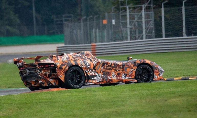 Lamborghini'nin Yeni Tavansız Canavarı Göründü