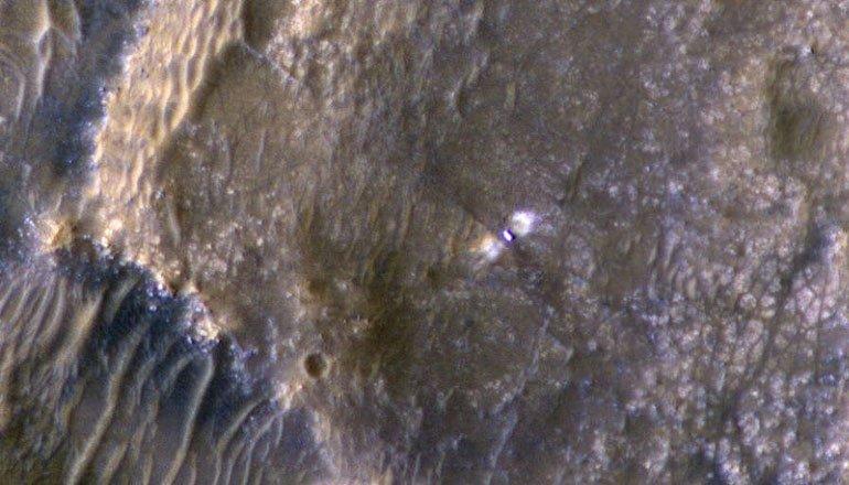 Perseverance Aracının Mars Yüzeyindeki Görüntüsü Böyle Fotoğraflandı