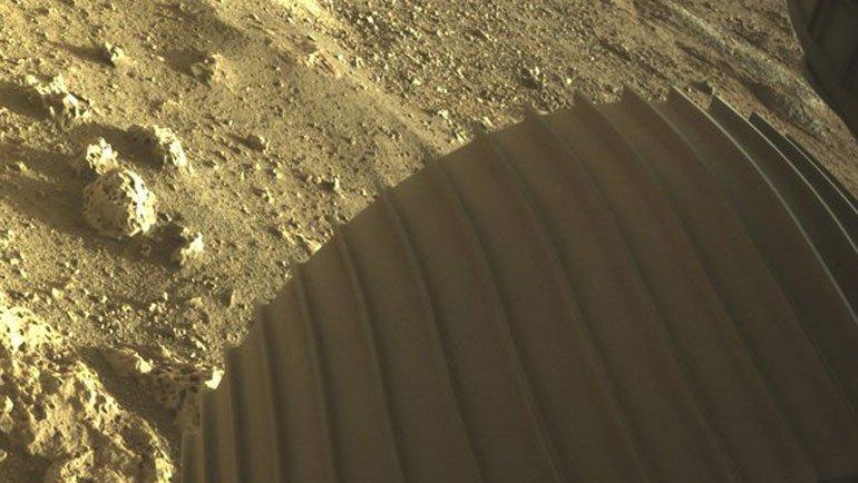 Perseverance Mars Aracı, Mars'sa İnişinin İlk Fotoğraflarını Paylaştı