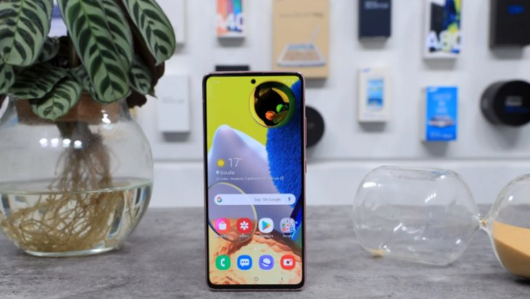 Samsung, Galaxy A52 ve Galaxy A72 Ekranlarında Sürpriz Yapacak