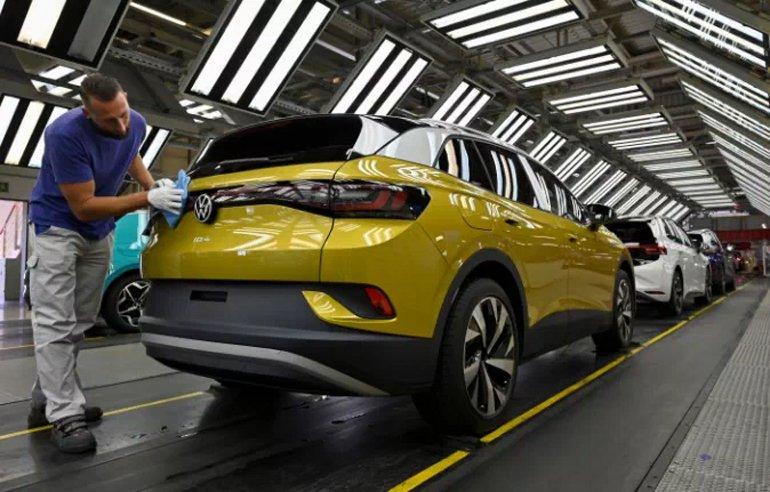 Volkswagen'den Elektrikli Coupe SUV Geliyor: ID.5 İçin Geri Sayım Başladı